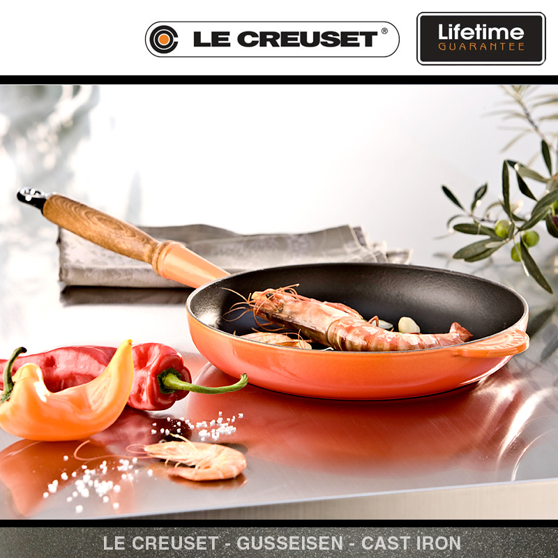 le creuset frypan with wooden handle 26 cm cookfunky. Black Bedroom Furniture Sets. Home Design Ideas