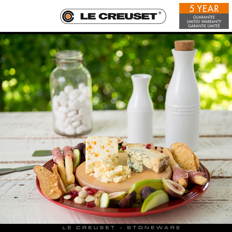 le creuset k seplatte mit holzbrett culinaris. Black Bedroom Furniture Sets. Home Design Ideas